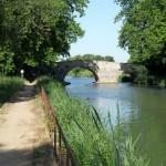 Premier petit pont parmi tant d'autres que vous verrez par la suite