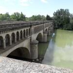 Magnifique passage du canal sur la rivière à Béziers