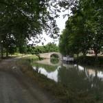 Reflets du pont dans le canal