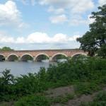 Magnifique passage du canal de la Garonne sur la rivière du Tarn à Moissac