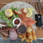 Assiette variée des spécialités locales