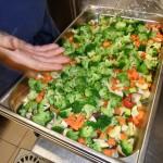 Préparation des légumes pour le plat du jour