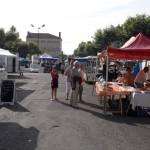 En route pour La Réole nous tombons sur le marché à Aiguillon