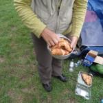 Réchauffage des croissants dans notre four de fortune !