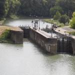 Nous sommes arrivés à la fin du canal de la Garonne qui se jette dans le fleuve de la Garonne, dernière écluse