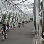 Nous traversons le pont sur la Garonne car nous cherchons notre chemin, il n'y a plus de pistes cyclables jusqu'à Uzeste, elle est en projet !