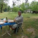 Pas mécontents d'avoir une table et 2 chaises sur notre emplacement de camping !