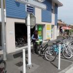 Réparateur de cycles de Biscarrosse-Plage juste à côté de la poste,  très efficace et aimable, qui a remplacé le sélecteur de vitesse du vélo à Gaby